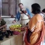 Mercato: bucchero, frutta, scarpe