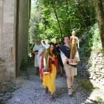 Atunis a Turan stanno procedendo verso il luogo ove avverrà il rito...